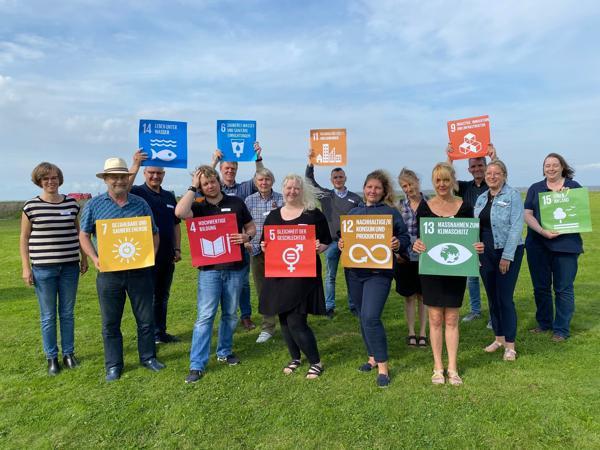 Team Nachhaltigkeit   Bild: SG Land Hadeln   Das Foto entstand beim Treffen der AG Nachhaltigkeit am 13.08.2021 am Otterndorfer Grünstrand.